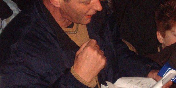 Piet Paulusma in voorbereiding op weerbericht in Joure (Friesland)